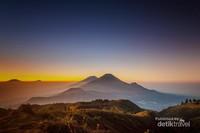 Golden Sunrise Gn. Prau dengan waktu tempuh trekking 3 jam