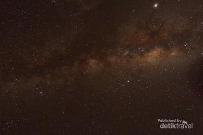 Andai Langit Malam Hari di Jakarta, Seperti di Desa Ini