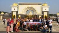 Bersama rombongan field trip di depan istana negara malaysia