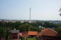 Pemandangan Kota Melaka bisa dilihat dari atas bukit ini