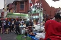 Salah satu stand yang menjual minuman kelapa dengan berbagai bentuk sajian