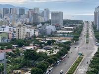 View Kota Da Nang yang modern dan terus berkembang. Jarak bandara ke kota cuma sekitar 10-15 menit termasuk Pantai. Kamu bisa transit sebelum melanjutkan perjalanan ke Hoi An sama Ba Na Hills. Kamu bisa memesan taksi online langsung dari airport, orang sini sangat ramah taksi online