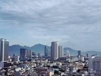 Kota dengan beberapa bentuk arsitek gedung yang menarik dipandang.