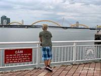Jembatan terkenal di Kota Da Nang, namanya Dragon Bridge.