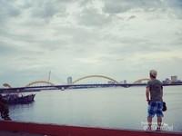 Jembatan Naga dan perpaduan lampu kota.