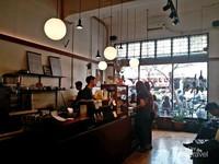Toko buku ditutup pada tahun 2015 dan kedai kopi ini mulai dibuka akhir tahun 2017