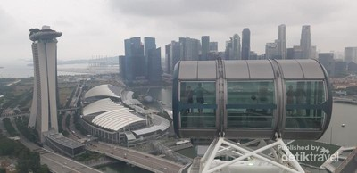 Naik Bianglala Terbesar Sedunia di Singapura