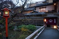Kawasan Shirakawa dengan kanalnya yang cantik dan tempat makan tradisional nan mewah