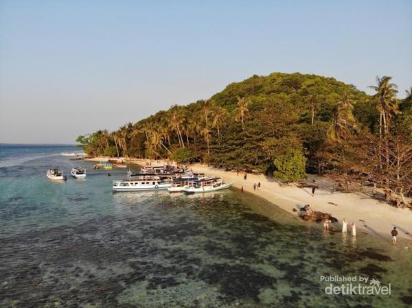 Pantai Ujung Gelam difoto dengan drone