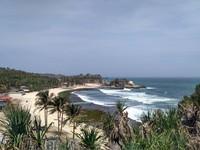 Keindahan pantai Klayar dari ketinggian.