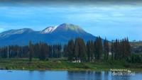 puncak gunung Talang yang masih aktif