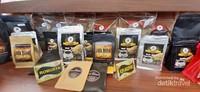 Tersedia berbagai macam kopi dari seluruh Indonesia, seperti kopi Argopuro ini