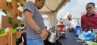Semerbak harumnya kopi tercium di area festival