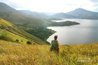 Bukit Holbug, Menikmati Keindahan Toba dari Ketinggian