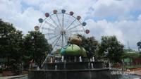Patung apel yang melambangkan kota Batu sebagai daerah penghasil apel Malang terbesar