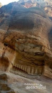 Sepertinya bila dibayangkan, di masa lalu Petra merupakan kota yang sangat ramai dan modern.