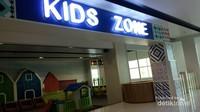 Kids zone yang bersih. Lokasinya tak jauh dari Gate 3