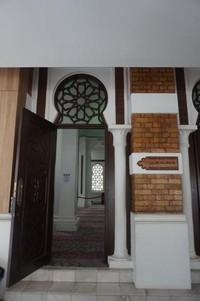 Pintu masuk mesjid bagi jemaah wanita