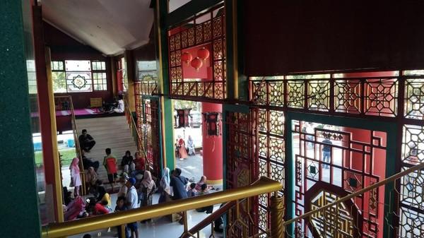 Suasana di dalam Masjid Cheng Hoo