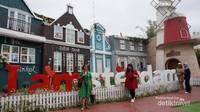 Belanda, di spot ini banyak menyediakan latar foto khas negara yang beribu kota Amsterdam.