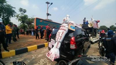 Wah, Ada Mobil Pengangkut Pocong di Jakarta