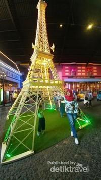 Penampakan Menara Eiffel Pindah ke Kota Malang
