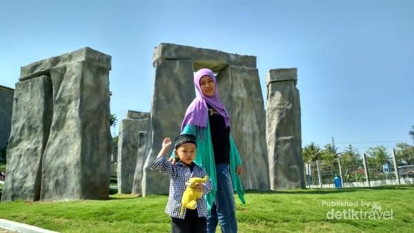 Replika situs kuno Stonehenge kini hadir di semarang