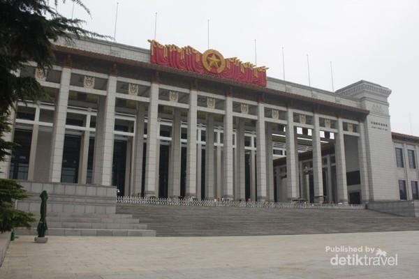Gedung megah Museum National of China (NMC) dilihat dari arah Tiananmen Square. (Foto: Subiyantoro)