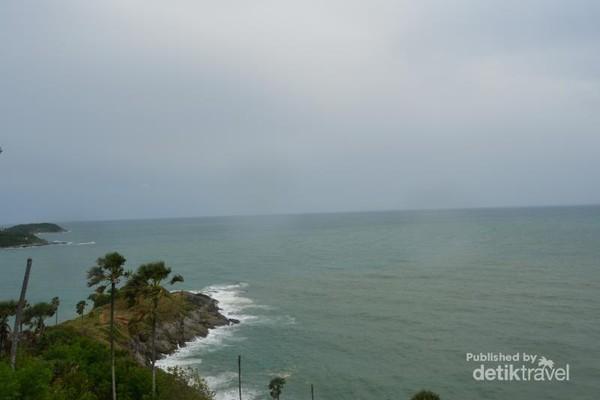 Menikmati Pemandangan Pantai Selatan Phuket di Promthep Cape