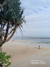 Pantai Balekambang dari sudut lainnya