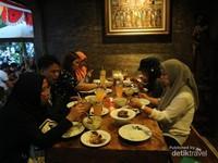 Makan malam di RM. Mak Beng