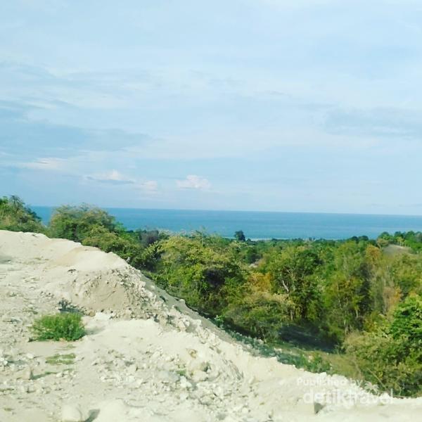 Pantai pasir putih Aceh Besar