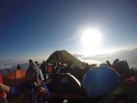 Gunung Andong memiliki ketinggian kurang dari 1800 mdpl, menjadi gunung yang digemari untuk didaki. Hanya perlu waktu sekitar 2 jam untuk mencapai puncaknya.