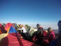 Terutama pada akhir pekan, banyak pendaki yang datang. Saking ramainya sampai disebut pasar.