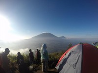 Jika cuaca cerah kita bisa melihat beberapa gunung lain sepert Gunung Merbabu, Merapi, Lawu, Sindoro, Sumbing dan lainnya.
