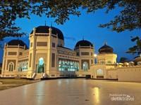 Masjid Raya Medan Saat Malam Hari
