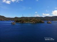 Pulau Serena, Pulau ini berukuran besar dan di sebelahnya ada dua pulau kecil. Terletak di Selat Lembeh
