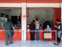 Tahu tauhid terletak di Jalan Cijeruk 113 Lembang dan Jalan Sesko AU no 20 Lembang