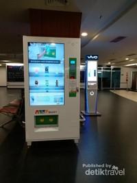 Terdapat pula mesin otomatis yang bisa digunakan untuk membeli minuman ringan