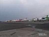 Bandara ini kini hanya melayani penerbangan dengan pesawat baling-baling dan juga penerbangan internasional