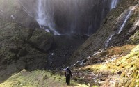 Salah satu bagian dasar air terjun.