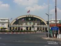 Stasiun kereta Hualamphong di Bangkok