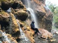 Mandi air segar alami di sisi lain Goa Tetes.