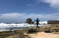 Keindahan Pantai Watu Lepek sisi barat