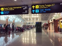 Papan informasi di Bandara Supadio menggunakan 5 bahasa (bahasa indonesia, bahasa inggris, bahasa Mandarin, bahasa Arab dan bahasa Jepang) untuk mempermudah para penumpang dari luar negeri maupun lokal.