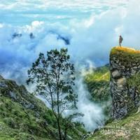 Udara segar, kabut tipis, dan alam yang indah adalah ciri khas dari kabupaten Timor Tengah Selatan.