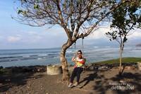 Pantai Candidasa, Karangasem, Bali juga memiliki pasir hitam