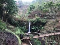 Coban Jahe 3, air terjun terkecil dengan sebuah jembatan bambu yang unik