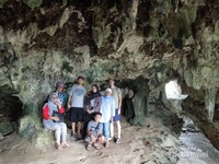 Ada beragam bentuk gua di cagar alam yang kami singgahi dan masuki