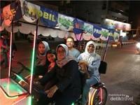 Menikmati malam di Pangandaran dengan menaiki Mobil Goes Wisata Pangandaran